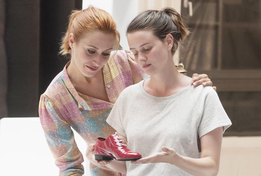 ジュリーと恋と靴工場 ポール・カロリ コスティア・テスチュ ポーリーヌ・エチエンヌ LOIN DERRIÈRE L'OURAL